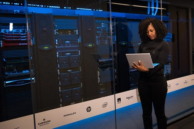 6 Cara Pilih Penyedia Jasa Colocation Server